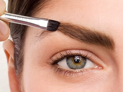 Schminke deine Augenbrauen