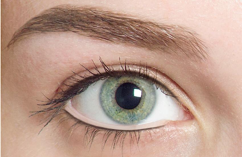 Augenbrauen nach Rolling Brows