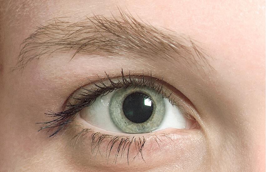 Augenbrauen vor Rolling Brows
